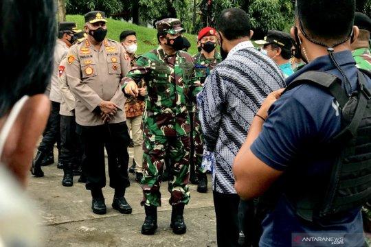 Panglima TNI tinjau pengamanan gereja di Makassar
