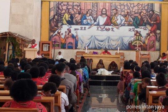 Warga Distrik Sugapa Intan Jaya antusias ikuti Ibadah Jumat Agung