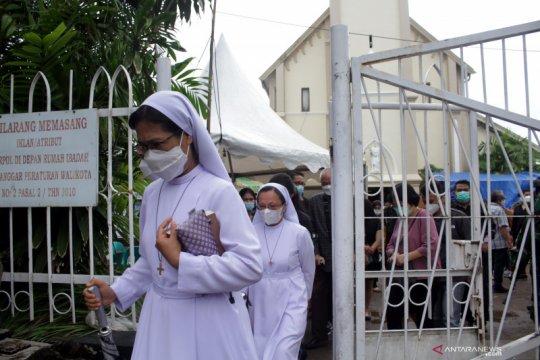 Ibadah Jumat Agung di Gereja Katedral Makassar tetap berlangsung