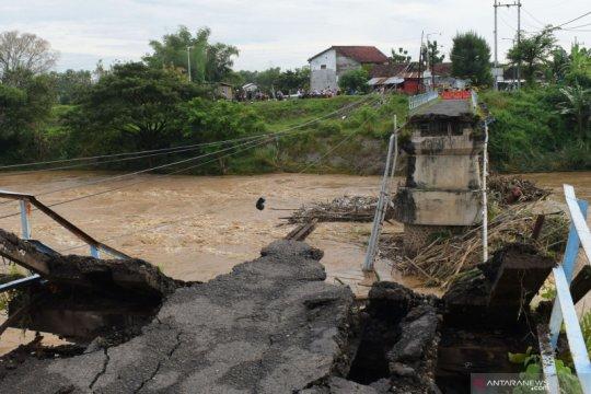 Jembatan putus di Madiun