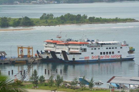 Keberangkatan kapal ke Mentawai ditunda akibat cuaca buruk