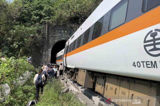 Sebuah kereta anjlok di Taiwan, 48 penumpang tewas