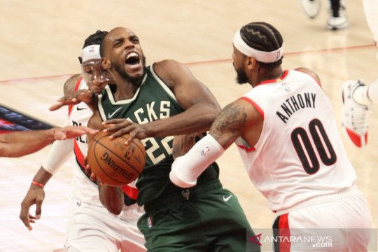 NBA: Milwaukee Bucks vs Portland Trail Blazers
