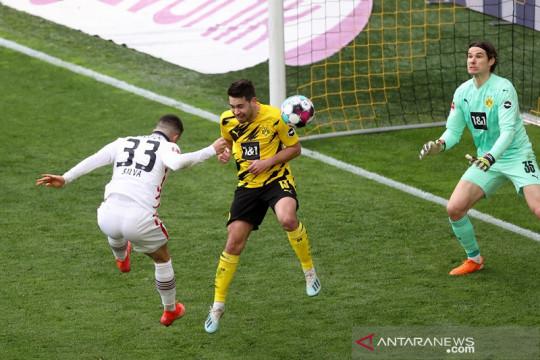 Asa empat besar Dortmund memudar seusai dipecundangi Frankfurt