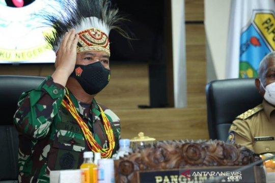 Panglima TNI sebut Pradita Dirgantara contoh SMA unggul di Papua Barat