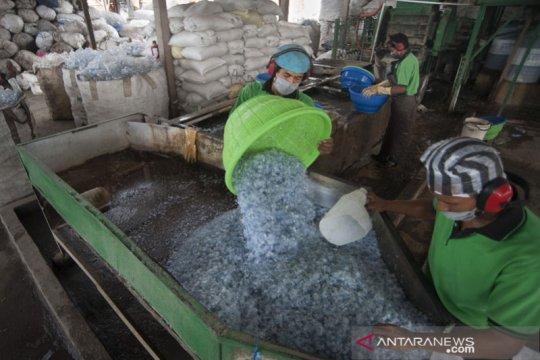 Ibnu bisa belajar sambil berwisata ke Bali berkat sampah