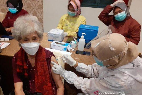 Vaksinasi bagi lansia dan guru di JIEP Pulomas mulai Senin