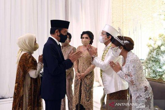 Kemarin, Jokowi saksi pernikahan Atta-Aurel hingga foto esai terbaik