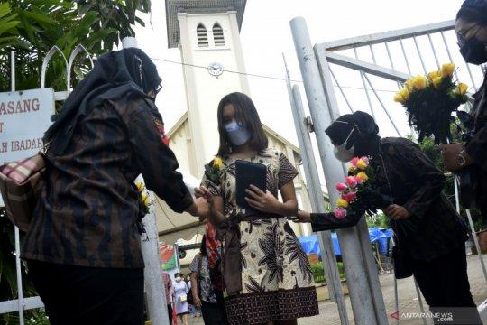 Aksi solidaritas kerukunan beragama di Gereja Katedral Makassar