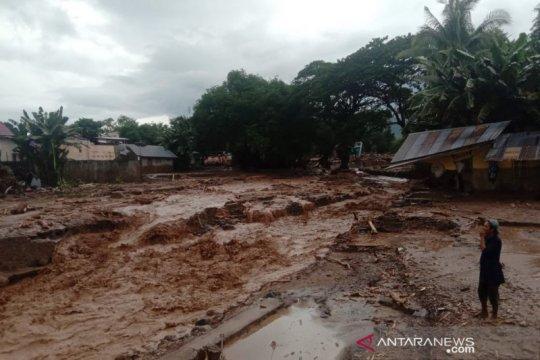 40 rumah di Kecamatan Ile Boleng tertimbun longsor