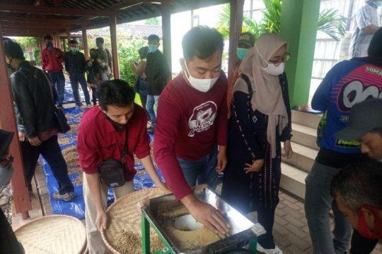 KKP latih pembudi daya Cianjur buat pakan ikan berbahan baku lokal