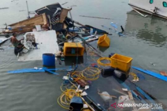 Kapal rombongan kunjungan Bupati Buton Selatan kecelakaan