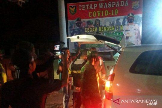 Polisi periksa kendaraan antisipasi kedatangan pelaku teror