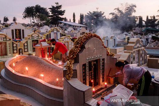 Melihat perayaan tradisi Ceng Beng warga Tionghoa