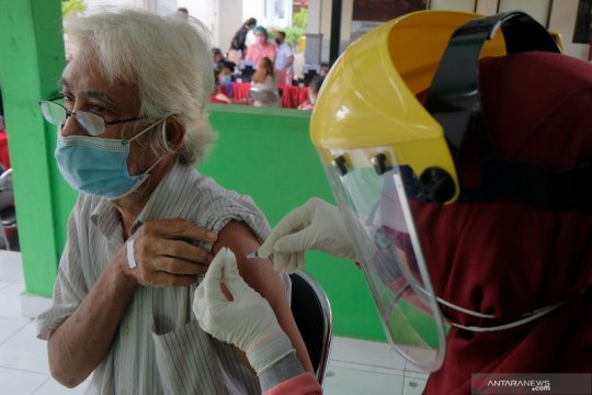 Pemerintah prioritaskan vaksinasi warga lansia menjelang Lebaran