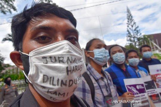 Wartawan Mataram demo desak Kapolri usut kekerasan jurnalis Tempo