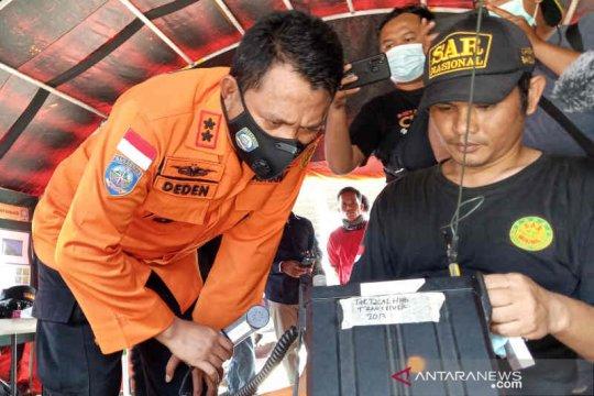 Tim SAR bagi tiga sektor untuk pencarian 15 korban KM Barokah Jaya