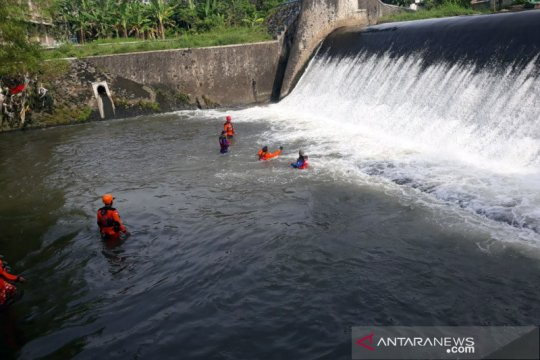 Tim SAR cari korban hanyut di Dam Mrican Sungai Gajahwong
