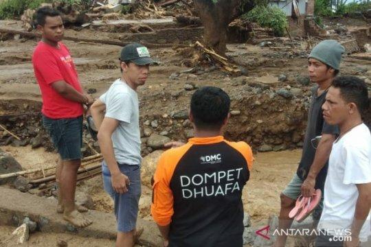 DMC Dompet Dhuafa evakuasi dan sisir lokasi banjir di Adonara NTT