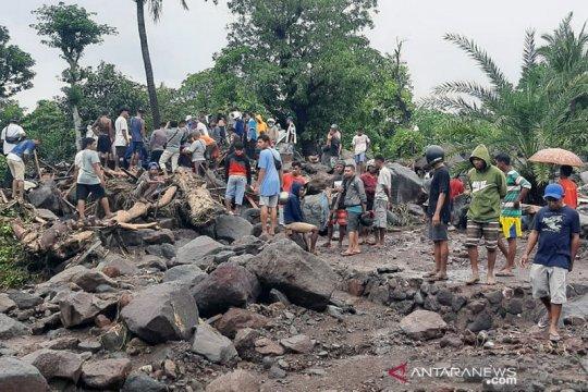 PMI bantu pencarian dan evakuasi korban banjir di Lembata