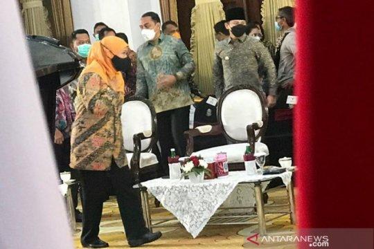 Gubernur Khofifah ingatkan perusahaan Jatim tak mencicil THR pekerja