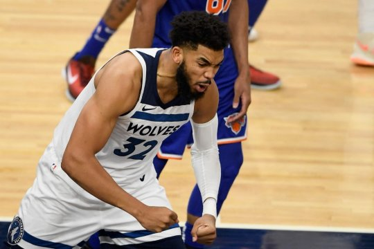 Russell kembali berlaga untuk bawa Wolves hempaskan Kings