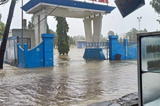 BPBD evakuasi ratusan warga akibat banjir pesisir di Rote Ndao