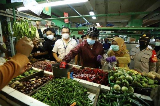 Wali Kota Jakarta Timur pastikan stok sembako aman