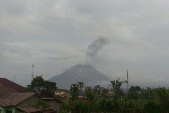 Gunung Sinabung erupsi semburkan abu vulkanik setinggi 1.000 meter
