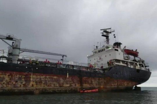 2 kapal pengangkut semen-minyak karam di perairan Sabu Raijua