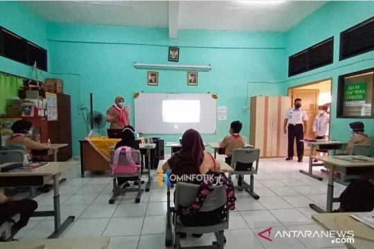 Wali Kota Jaktim tinjau uji coba belajar tatap muka di dua sekolah