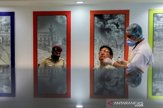 India laporkan rekor hari ketiga 131.968 infeksi COVID