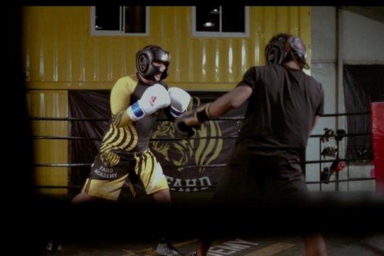 """""""King Fahd"""" kembali ke ring tinju bersama Tibo Monabesa"""