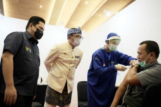 Ridwan Kamil-Erick Thohir tinjau sentra vaksinasi Kementerian BUMN
