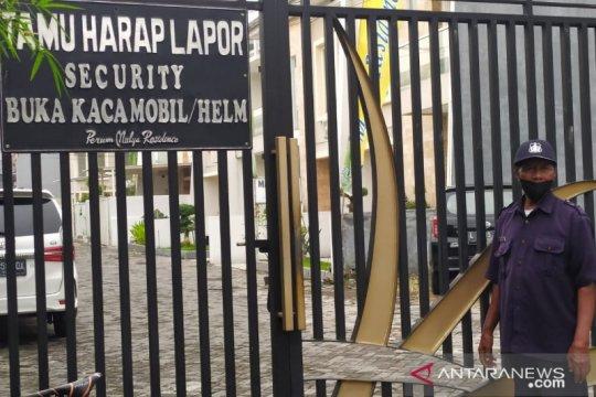 KPK datangi rumah mantan Bupati Gresik Sambari di Surabaya