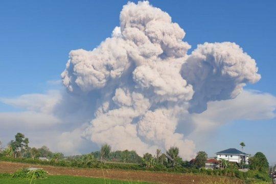 Gunung Sinabung dua kali erupsi luncurkan awan panas 700 meter