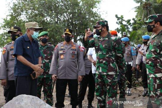 Panglima TNI dan Kapolri tinjau korban bencana di NTT