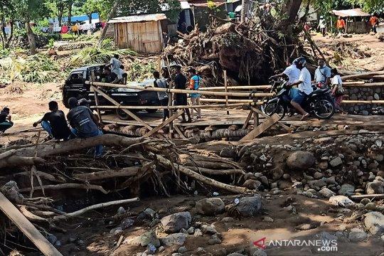 Jembatan darurat Waiburak-Waiwerang Flores Timur bisa dilalui mobil