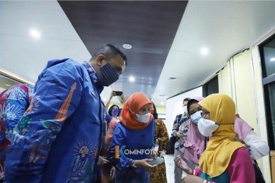Jaktim bagikan bantuan kacamata bagi warga