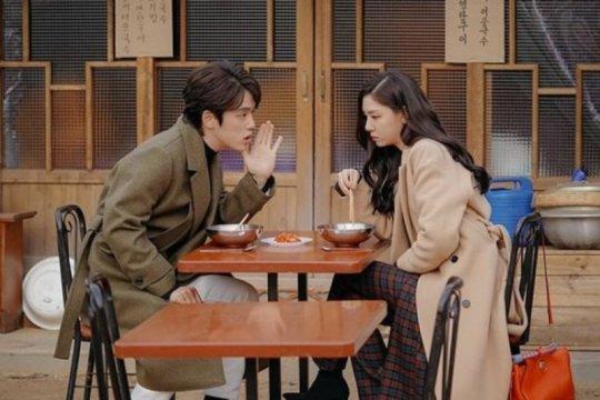 Agensi Kim Jung Hyun dan Seo Ji hye bantah rumor artisnya berpacaran