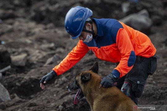 Pencarian korban hilang tanah longsor Ile Boleng