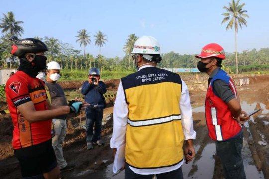 Sambil gowes, Ganjar Pranowo jadi mandor proyek penataan Borobudur