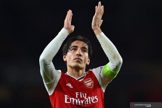 Hector Bellerin yakin Arsenal bisa balas Slavia Praha di leg kedua