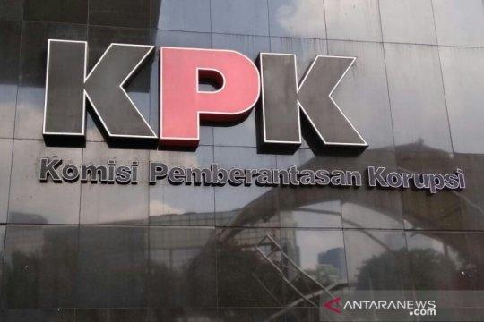 KPK menahan Bupati Bandung Barat dan anaknya