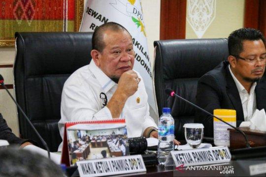 Ketua DPD ingatkan soal honorer diselesaikan dengan klausul tersendiri