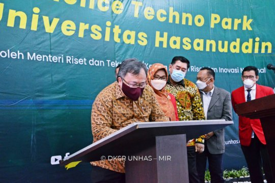 Menristek resmikan Science Techno Unhas di hari terakhir jabatannya