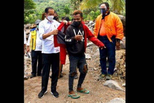 Fransiskus tak menyangka akan dapat jaket dari Jokowi