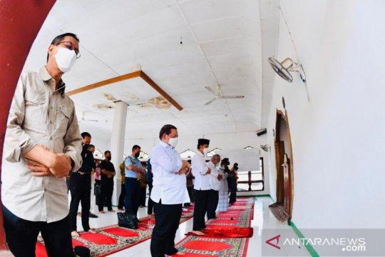 Presiden Jokowi Shalat Jumat di Masjid Babul Jannah Lembata NTT
