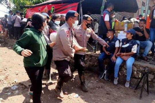 Lelah tunggu Presiden, seratusan pengungsi dirawat di posko kesehatan