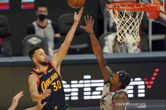 Stephen Curry pimpin Warriors atasi Cavaliers 119-101